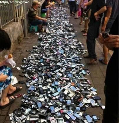 Di Cina, beli handphone seperti kita beli sayur di pasar.. Hehehehe..