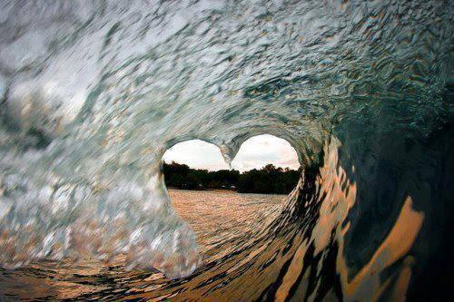 Ombak yang berbentuk Love Saatnya bilang Wow