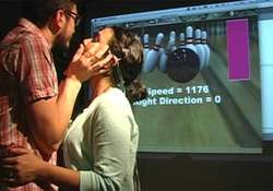 Wow !!! Game Ini Bisa Dikendalikan Melalui Ciuman