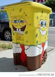 Hebat! Kotak Sampah Berbentuk Spongebob ini Berada Di Rumah Stephen Hillenburg (Eksekutif Produser) Dan Tom Kenny (Pengisi Suara Spongebob Squarepants) Tolong Dikasih WOW-nya Ya!