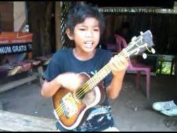 Tegar,pengamen jalanan yang merdu suara nya dan lucu dri subang.........dia sering di undang di acara tv tv ,,Betapa hebat nya indonesia ,,wow