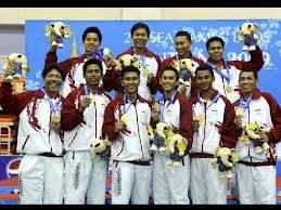 Tim bulutangkis Indonesia adalah yang terbanyak merebut lambang supremasi bulutangkis pria, Thomas Cup, yaitu sebanyak 13 x (pertama kali th 1958 & terakhir 2002) dan juara all England terbanyak