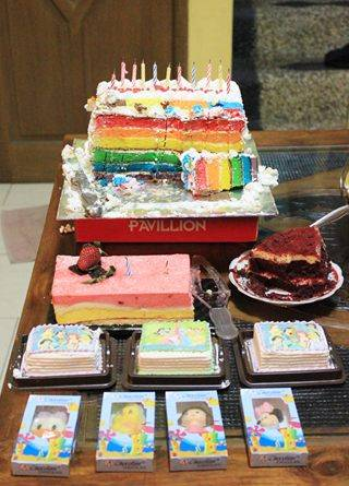 Rainbow cake:)Siapa yg mauu?hayoo :D
