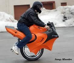 ini dia Gan Motor GP 1 roda yg berhasil di ciptakan , tetapi tidak di ketahui siapa yg menciptakannya .. keren kan , dan susah untuk mengedarai , karna butuh keseimbangan tingkat dewa Gan.. kalau keren WOW nya gan!!