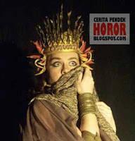 Sosok Medea hadir di dalam kisah Yunani pra-Homeris, Argonoutika. Medea adalah putri dari Raja Aeetes, ia kemudian dikisahkan jatuh cinta kepada Jason.