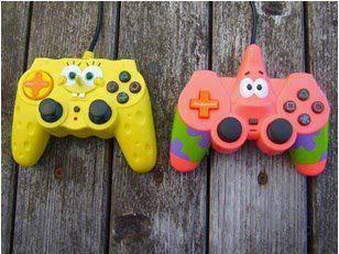 Kreasi Designer Penggemar Kartun Spongebob Membuat Stick Game Console Dengan Desain Spongebob dan Sahabatnya Patrick. Kalian Lebih Pilih yang mana PULSKER ? bilang wow nya juga yah