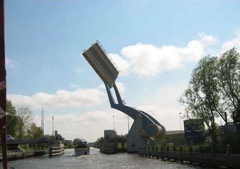 Wooow... Penampakan Jembatan Terbang Di Belanda