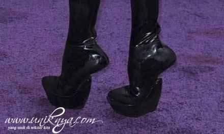 WOW ,, bagi penggemar high heels,,boleh di coba nih sepatu yang satu ini,,gimana ya cara pk nya ? bingung :D