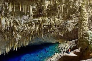 """Blue Lake Cave (Brazil) Mato Grosso do Sul di Brazil ini memiliki banyak sekali danau dan gua bawah tanah yang indah: Gruta do Lago Azul, Gruta do Mimoso, Aquário Natural. Gua Danau Biru """"Gruta do Lago Azul"""" (Blue Lake Cave) adalah monumen ala"""