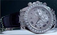 ini gambar jam tangan yang ditemukan penyapu jalan seharga RP 290 juta