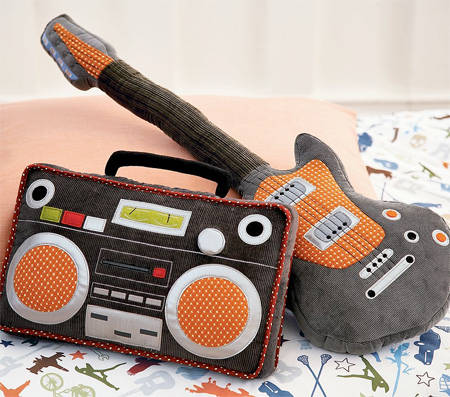 Bantal unik dan lucu berbentuk Gitar dan Tape Boombox. ada yg mau??