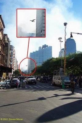 Foto ini diambil pada saat kejadian Hancurnya Gedung WTC. Banyak yan berpekulasi kali benda ini bukan pesawat yang ditabrakan ke arah gedung, melainkan benda lain yang belum jelas wujudnya, namun tertangkap dalam foto.