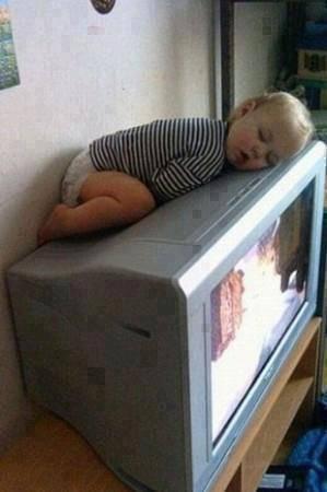 tak ada kasur tv pun bisa....... hahahahahaha....