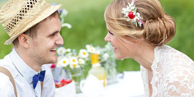4 cara membuat pria tertarik dengan anda & mudah untuk di praktik kan yaitu: - senyum manis - jadi diri sendiri - goda dia dengan manis - tahu batas dan tidak memaksa