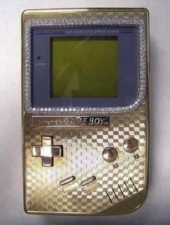 Coba lihat lagi video game player yang agan punya. Bandingin sama Gameboy termahal di dunia ini. Terbuat dari emas 18 K dan di sekeliling layarnya ditaburi dengan berlian. Tebus dengan harga $25,000.00 USD.wownya dong