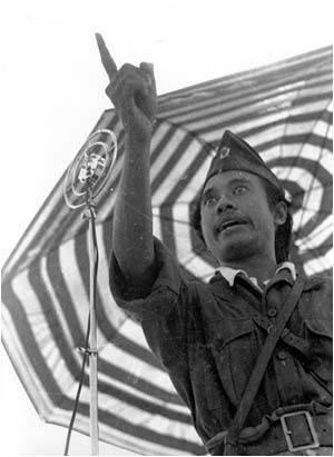 Saudara-saudara rakyat jelata di seluruh Indonesia terutama saudara-saudara penduduk kota Surabaya. Kita semuanya telah mengetahui. Bahwa hari ini tentara Inggris telah menyebarkan pamflet-pamflet yang memberikan suatu ancaman kepada kita semua
