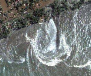 Sebuah fenomena yang tertangkap satelit setelah bencana tsunami Aceh pada tahun 2004 terjadi. Allahu Akbar!
