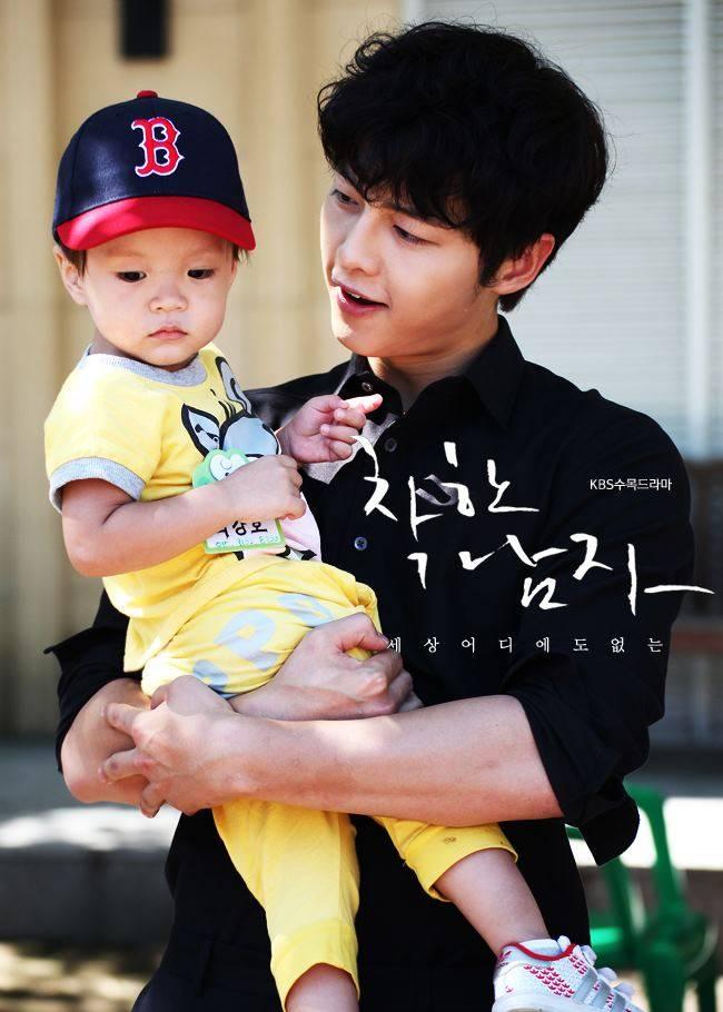 Song Joong Ki Oppa punya anak????? sejak kapan????? *OMG.... ternyata ga benerrr :D mungkin anak salah satu kru drama Nice Guy heheheee