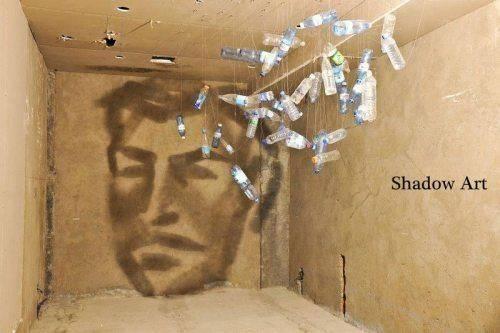 WOW botol yang di susun, sehingga membentuk bayangan kepala manusia..shadow art ^_^