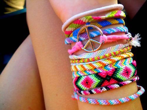 Apa kamu penggemar gelang peace dan paris? Kalau ia, tekan wow nya ya :)
