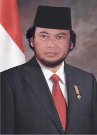 Apa jadinya kalau INDONESIA memiliki presiden yang berprofesi sebagai seorang penyanyi dangdut,,,,, Bisa-bisa nanti negara ini akan bergoyang sendiri bagaikan gempa .... Wkwkwkwkwk :D WOW....