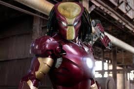 predator yang menyamar menjadi iron man...