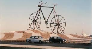 inilah sepeda nabi Adam , dan mungkin juga sepeda terbesar di dunia yg ada di jeddah