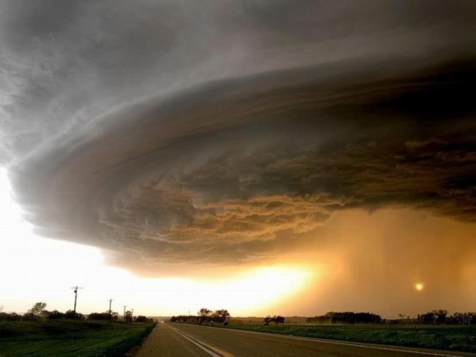 sesaat sebelum terjadi tornado wownya ya!!!