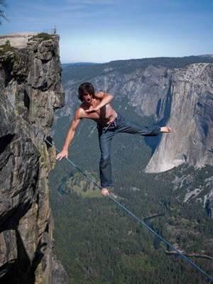 Klik Wow dan koment : jatuh, liat apa yang akan terjadi !