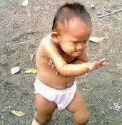 Begini nih kalau dewa kungfu lagi berlatih, hehe. Kecilnya aja udah gitu, bisa bisa besar jadi guru shaolin. Kocak banget ekspresinya .. Kalo Lucu Klick Wow aja :D KALO ENGGA KLICK WOW .. DIA BAKALAN NGEGEBUKIN KAMU .. .WAKAKAKAKA