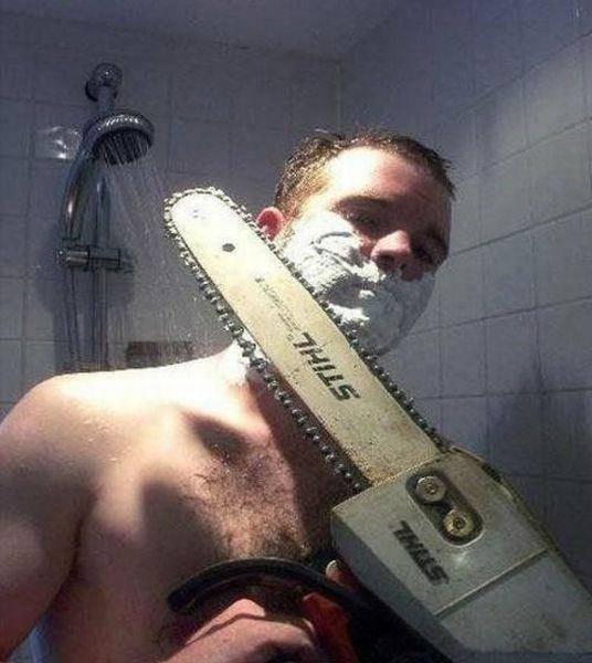 mencukur dengan gaya terbaru menggunakan chainsaw *dont try this at home yaaa