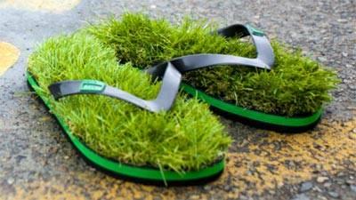Sandal Jepit model baru... pake rumput... :D :D