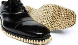 Sepatu Aneh , Terbuat Dari Susunan Gigi
