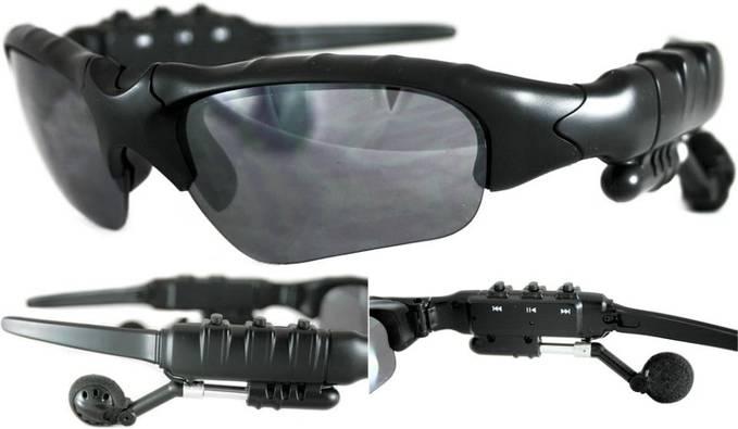 Kacamata MP3, sangat cocok buat yang suka travelling pake motor, bisa untuk pelindung mata sekaligus mendengarkan mp3. Cocok sekalai di pakai saat dalam perjalanan atau berlibur.