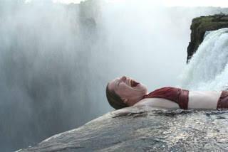 SEBELUM BACA WOW DULU Y......... di Zimbabwe,Afrika,ada kolam renang yg lokasinya berada pada ketinggian 128 meter.Masyarakat dapat berenang sampai bibir air terjun.Orang menyebut kolam renang ini sebagai kolam renang setan anda berani?