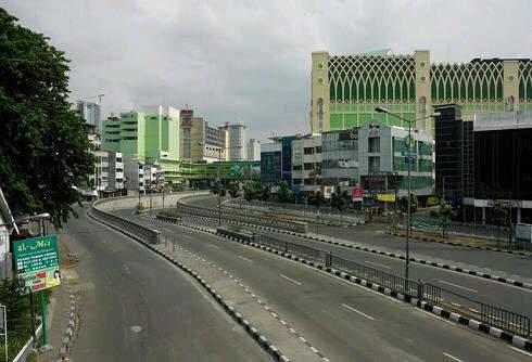 apakah pernah kamu ngebayangin kota Jakarta bener bener sepi dan sunyi tanpa ada satupun Penduduk di sana??,