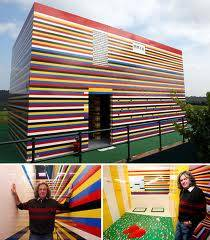 orang itu membuat rumah dari lego dan terbesar,,..Krenn gaxx tu gann..???