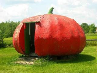 rumah yg unik,, rumah ini berbentuk tomat??