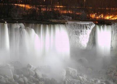 Wooow air terjun Niagara membeku,indah sekali subanallah