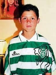 pemain bola yg sangat terkenal siapakah dia?
