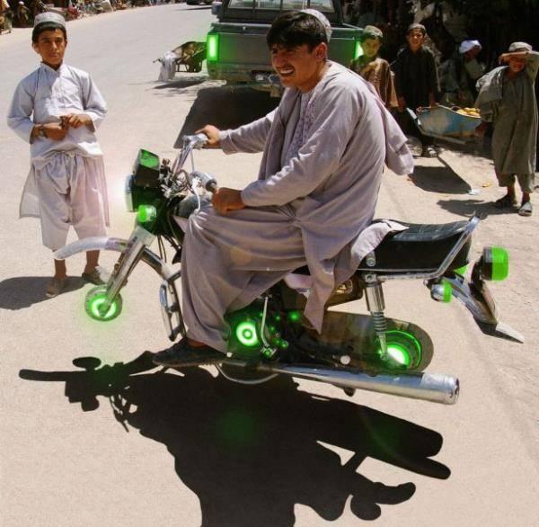 wow motor ini jalan tanpa menggunakan roda bagaimana bisa ? klik wow