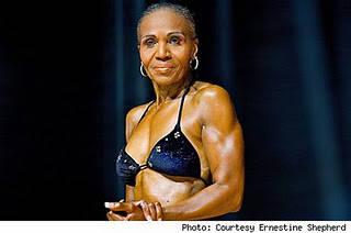 Ernestine Shepherd ? Nenek Terkekar Di Dunia Usianya sudah senja, 75 tahun. Namun jangan pernah bilang, ia sudah tua, apalagi renta. Bahkan dia jauh lebih fit dan sehat dari perempuan lain yang lebih muda puluhan tahun. jangan lupa wownya :D