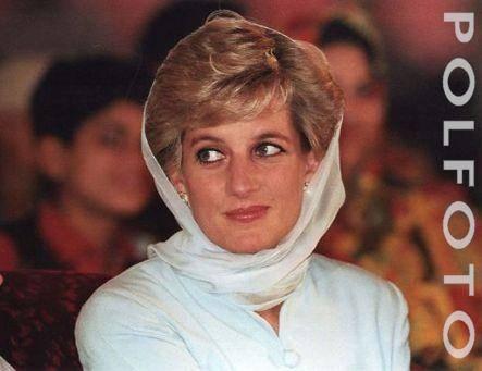 """Lady Diana dibunuh karena ingin masuk islam Al Fayed mengklaim jika Diana dan anaknya terbunuh oleh sebuah konspirasi untuk menghentikan pernikahan putri Inggris itu dengan seorang muslim"""" (Pedoman Rakyat, 1 September 2007). Pada 31 Agustus 199"""