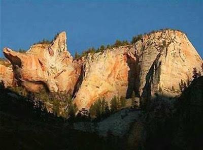Subhanallah, sebuah bukit berbentuk kucing, sungguh keajaiban dunia
