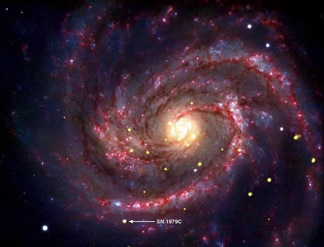 Bukti Keberadaan Black Hole Gambar Komposit menunjukkan supernova dalam galaksi M100 yang mungkin mengandung lubang hitam termuda yang dikenal di lingkungan kosmik kita. Lubang hitam ini lahir dari SN1976C supernova.