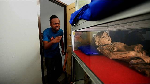 Mummi yang berada di Tana Toraja seharga setengah milliar .