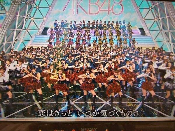 nih foto AKB48+SKE48+NMB48+HKT48+JKT48 -+200 orang WOW banyak bngt!!!