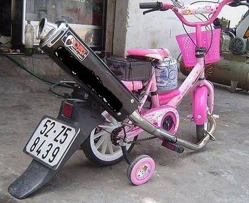 sepeda aja kok pake knalpot n plat nomor !!! kreatif lah :) WOW nya donk :O