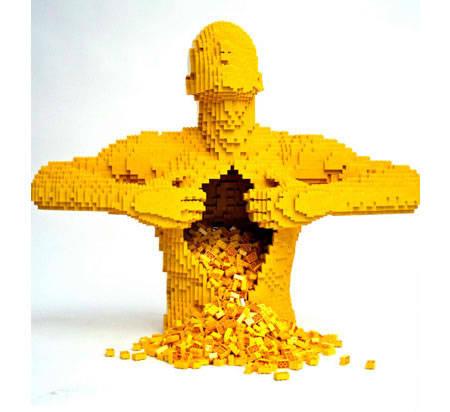 tahukah kamu untuk membuat ini di butuhkan lebih dari seribu balok lego dan waktu pembuwatannya bisa berhari-hari