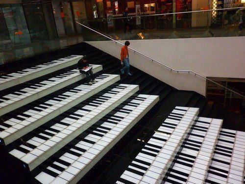 WOW...Tangga Piano, Bagusss yaaa